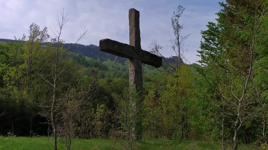 Kříž Milénium smíření nechal v Jizerských horách postavit na své náklady jeden z obyvatel Hejnic v roce 2000. Foto: Post Bellum