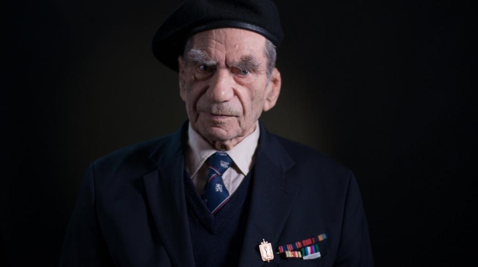 S československým lvíčkem na krku zaklekl minu a přežil. Příběh Viktora Wellemína