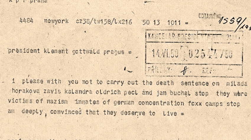 Prosím, abyste nevykonali trest smrti u Milady Horákové, Záviše Kalandry, Oldřicha Pecla a Jana Buchala. Byli oběťmi nacismu, vězni německých koncentračních táborů. Jsem hluboce přesvědčen, že si zasluhují žít, napsal Albert Einstein 14. 6. 1950 telegramu Klementu Gottwaldovi. Zdroj: Wikimedia Commons
