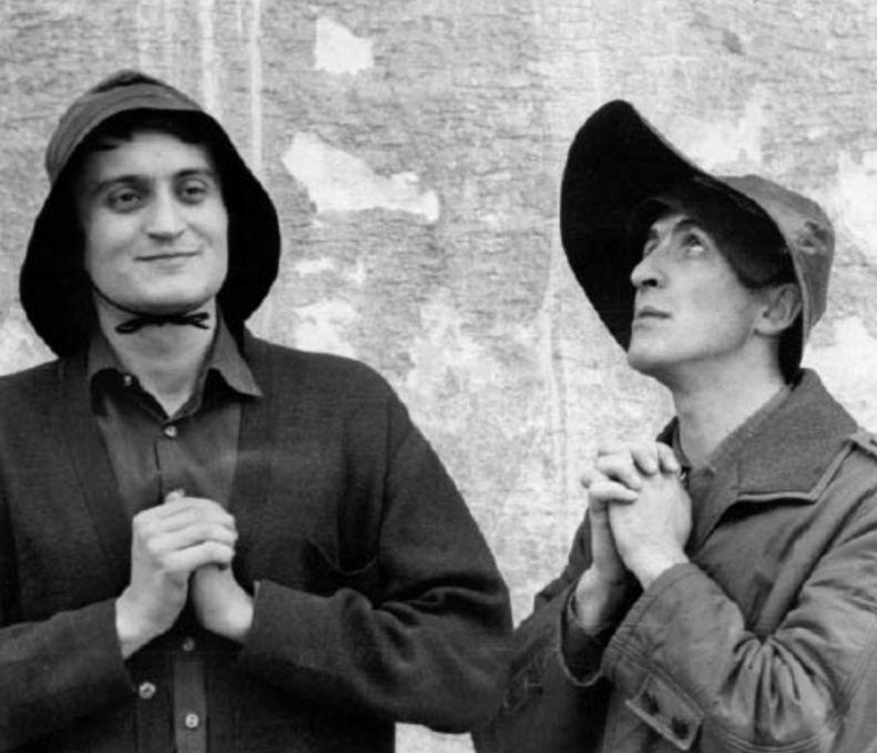 Milan Lasica a Julius Satinský ve hře Čekání na Godota. Zdroj: Paměť národa/archiv pamětníka