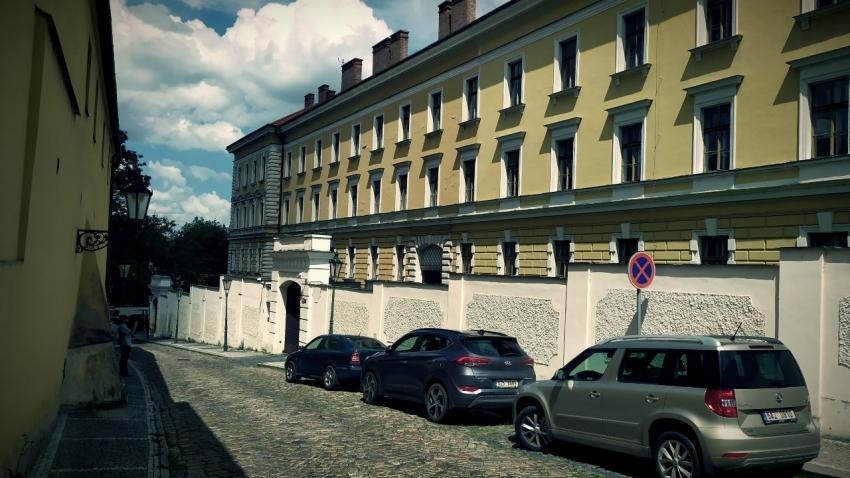 Budova bývalé vojenské věznice z Kapucínské ulice. Zdroj: Paměť národa