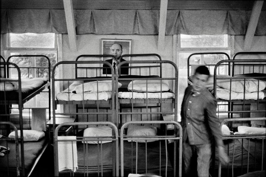 Milovice 1991. Vojenská noclehárna. Foto: Dana Kyndrová