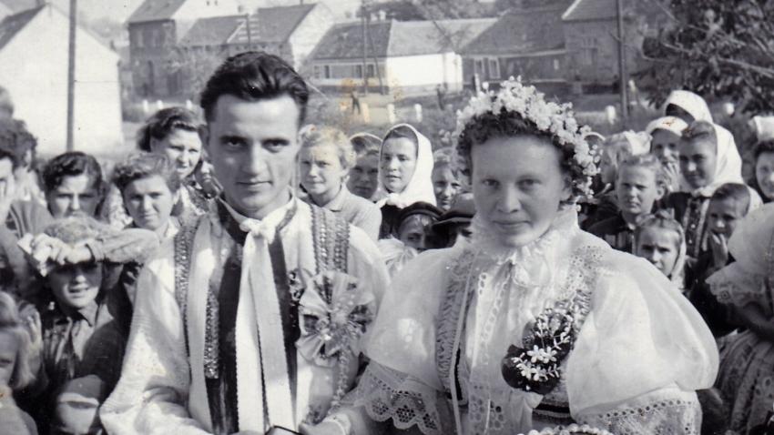 Svatba s Julií v roce 1953. Zdroj: Paměť národa