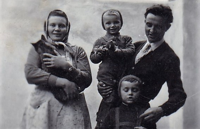 Rodinné foto po propuštění z vězení. Zdroj: Paměť národa