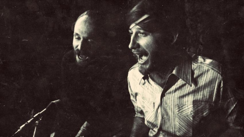 Jan Vodňanský s Petrem Skoumalem v Činoherním klubu při zkoušce na představení Hurá na Bastilu v roce 1970. Foto: Paměť národa