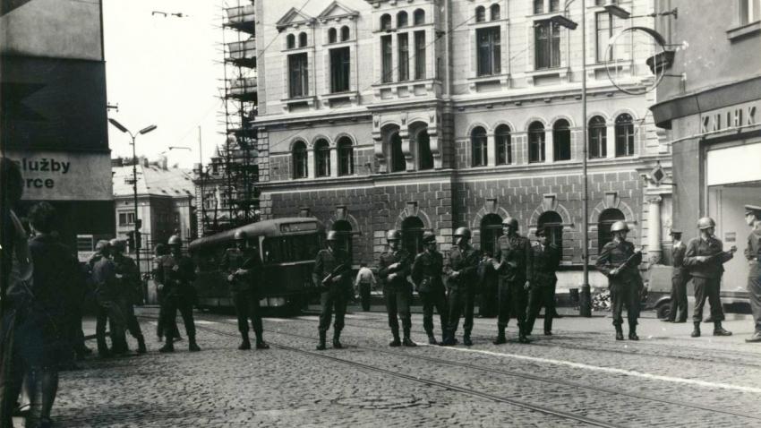 Příslušníci VB v centru Liberce. Foto Jan Bartoš