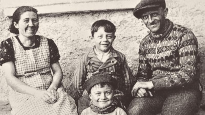 Antonín Burdych s rodiči a bratrem. Foto: Paměť národa