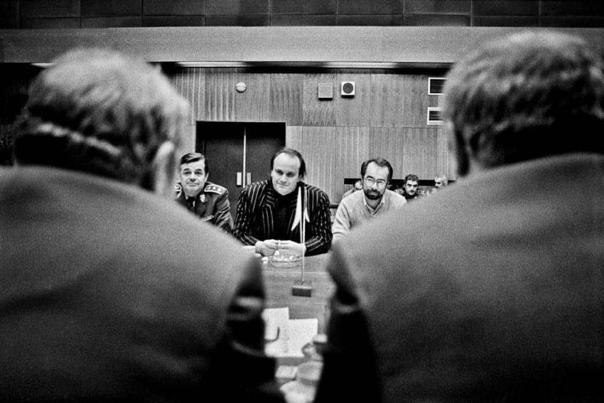 Michael Kocáb v čele parlamentní komise pro dohled na odsun sovětských vojsk zČeskoslovenska, jejíž vznik inicioval. Foto: Dana Kyndrová