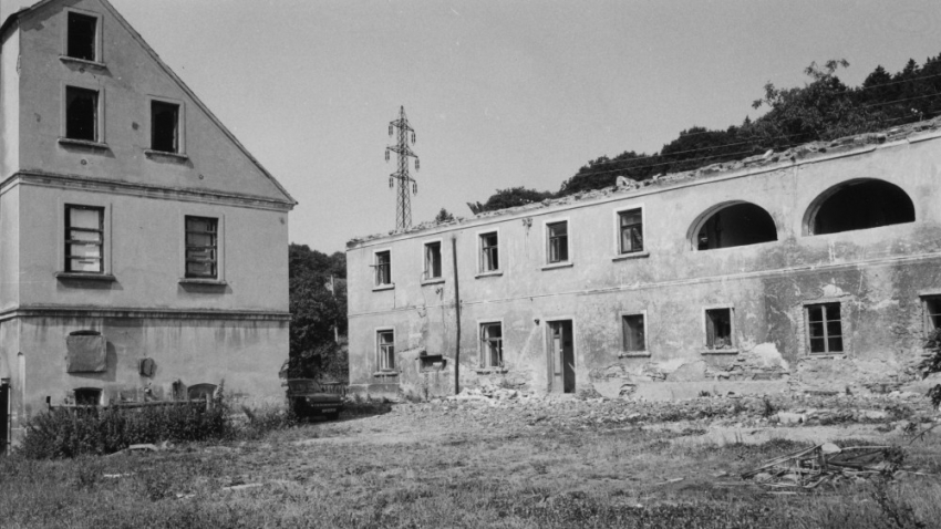Bourání obytného domu v Řepčicích. Foto: Paměť národa