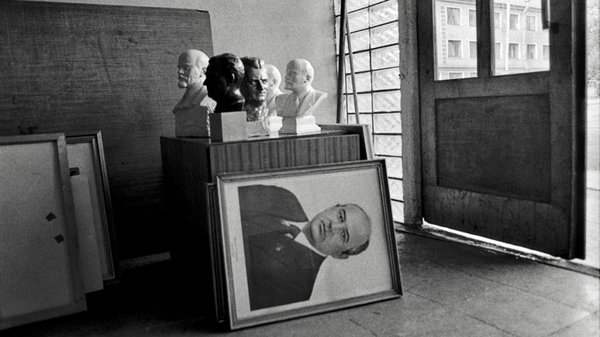 Portrét sovětského vůdce Michaila Gorbačova při odchodu sovětských vojsk z Československa. Foto: Dana Kyndrová