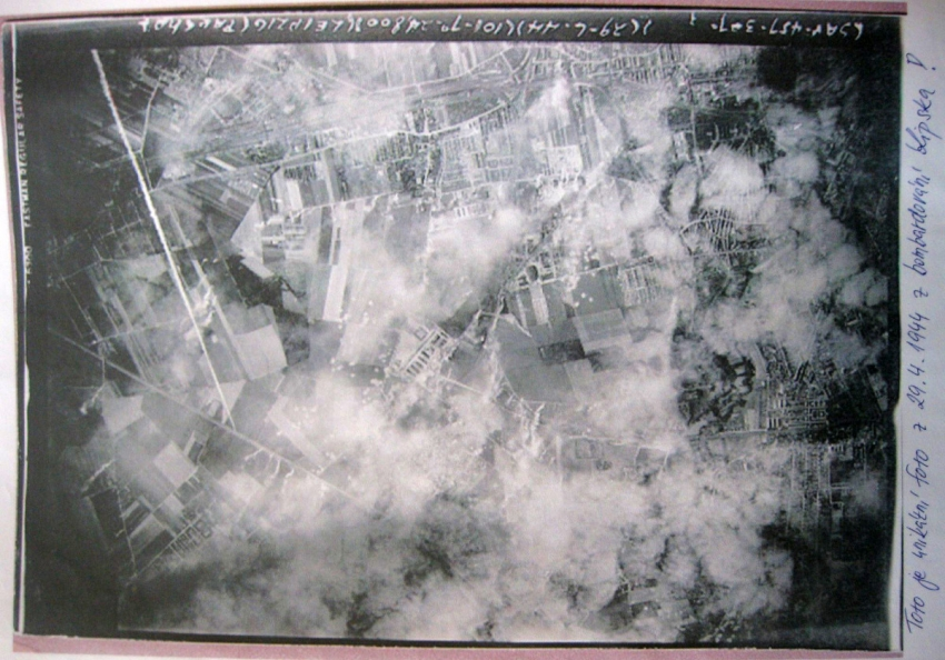 Unikátní foto z 29. dubna 1944 z bombardování Lipska z archívu Jana Holíka. Zdroj: Paměť národa