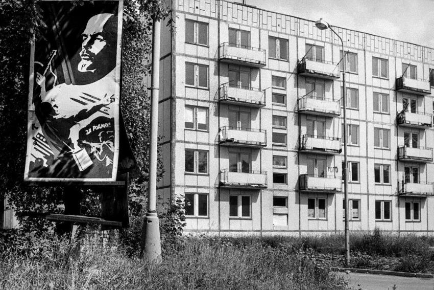 Zdevastované sovětské sídliště. Foto: Dana Kyndrová