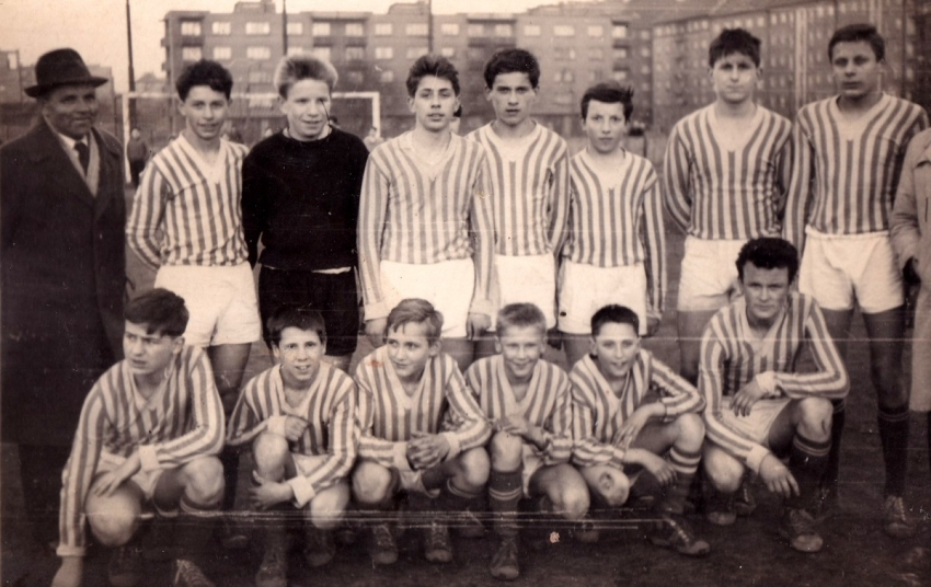 Antonín Panenka (druhý zprava dole) v dorosteneckém mužstvu Bohemians. Zdroj: Archiv pamětníka