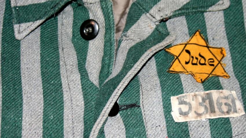 Mundúr osvětimského vězně. Foto: Wikimedia Commons
