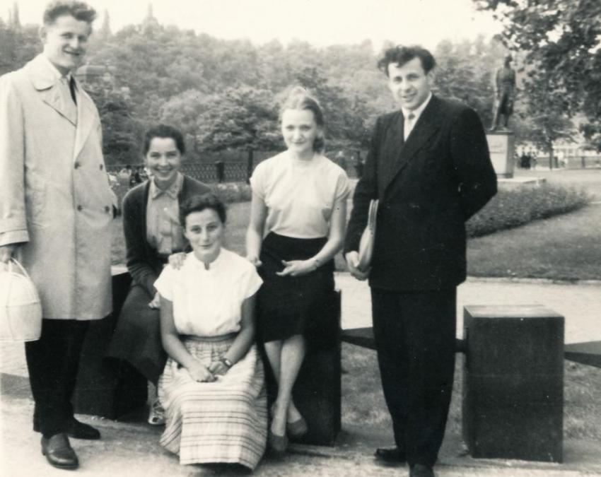 Jiřina Čechová čtvrtá zleva v roce 1960 jako studentka FF UK.