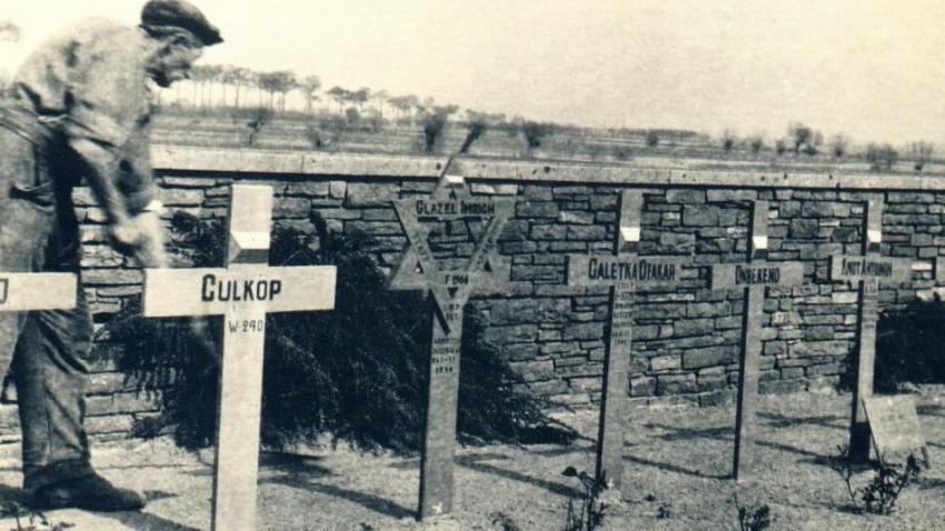 Hroby československých vojáků v Dunkerque. Při obléhání francouzského přístavu od 7. října 1944 do 9. května 1945 padlo 167 Čechoslováků, 461 bylo raněných a 40 nezvěstných. Zdroj: Wikimedia Commons