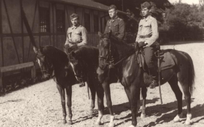Jaroslav Chejstovský (vpravo) na svém koni v severní Itálii.