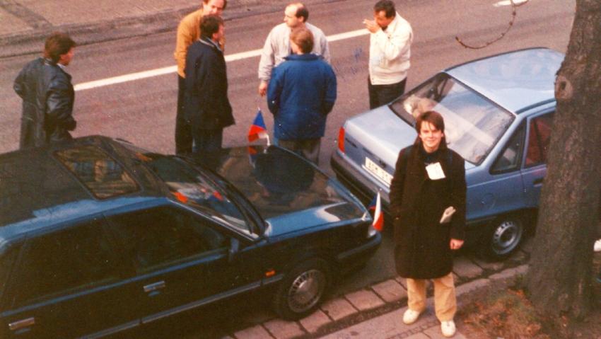 Robert Novák jako organizátor návštěvy prezidenta Václava Havla v Hradci Králové v lednu 1990. Foto: Paměť národa