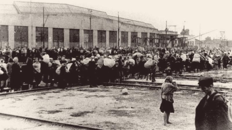 Tranzitním táborem v Pruszkówě prošlo 650 tisíc obyvatel Varšavy. Foto: Wikimedia Commons