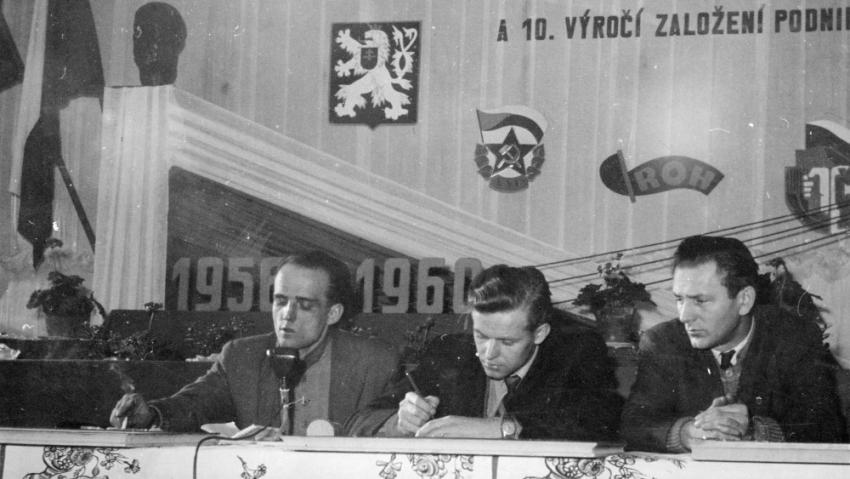 Evžen Plocek (vlevo) na schůzi KSČ v Motorpalu. Zdroj: Aleš Plocek