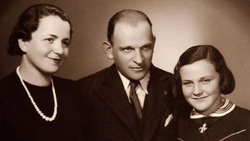Eva s rodiči. Foto: Paměť národa