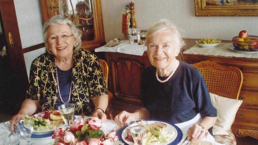 Se sestrou Margitou (vlevo) v roce 2003. Foto: Paměť národa