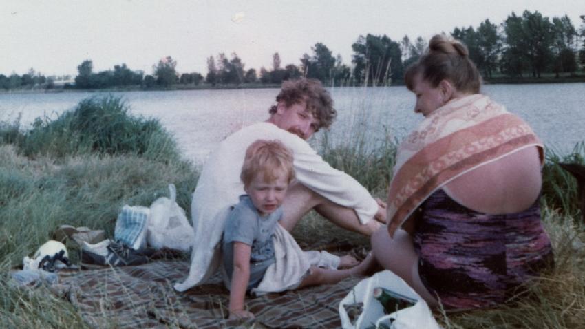 Předstíraná dovolená před útěkem. S maminkou Naděždou a synem Davidem. Foto: Paměť národa
