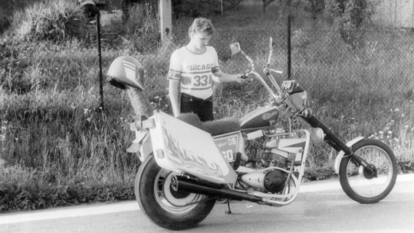 S chopperem vlastní výroby v roce 1983. Foto: Paměť národa