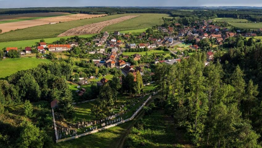 Letecký pohled na Hroubovice. Foto: obec Hroubovice