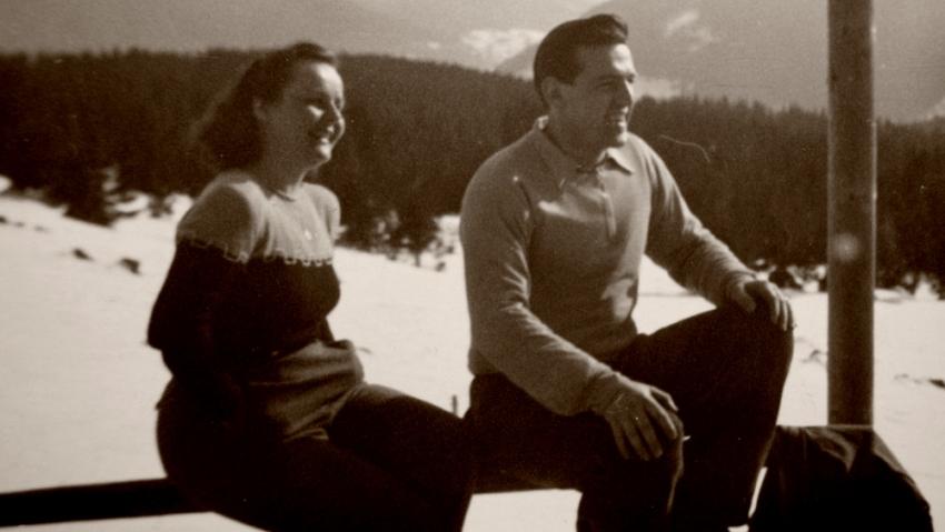 S Vali na na lyžařském výcviku. Vali se výcviku účastnila jako zdravotnice. Foto: Paměť národa