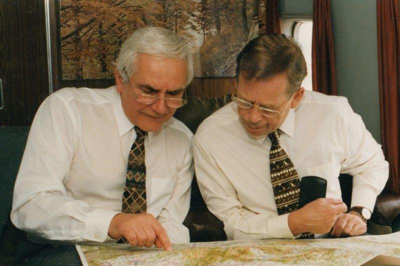 Jan Šolc a Václav Havel, 1997. Zdroj: Paměť národa / archiv pamětníka