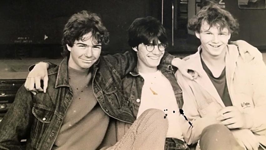 Jan Pochman (vlevo) se spolužáky v roce 1989. Zdroj: Paměť národa