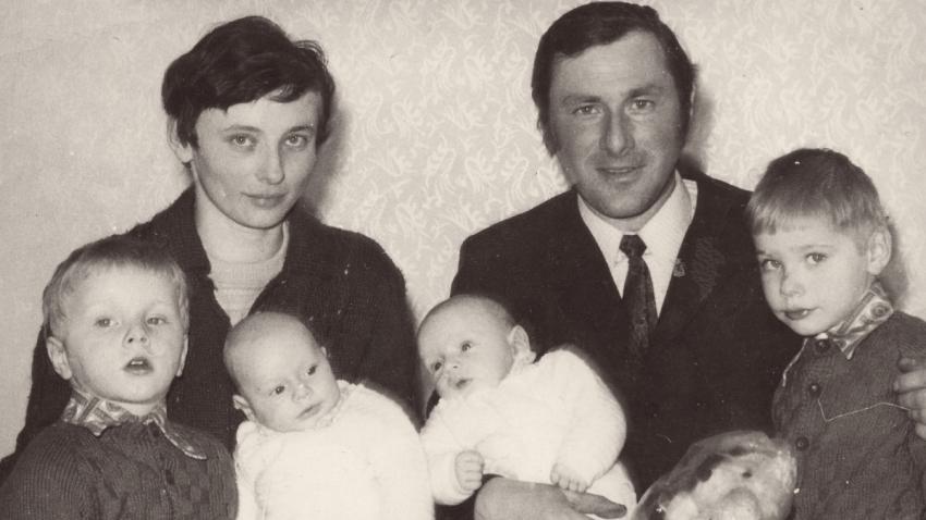 Jaroslava Poláková s rodinou v roce 1974. Zdroj: Paměť národa