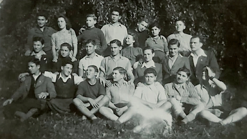 Josef Kapel na Štiříně – ve druhé řadě třetí zleva. Foto: archív Josefa Kapela