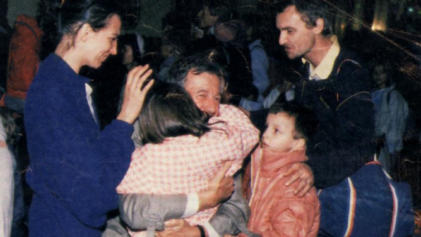 Katharina a její rodina se loučí  s velvyslancem Hermannem Huberem a jeho paní.