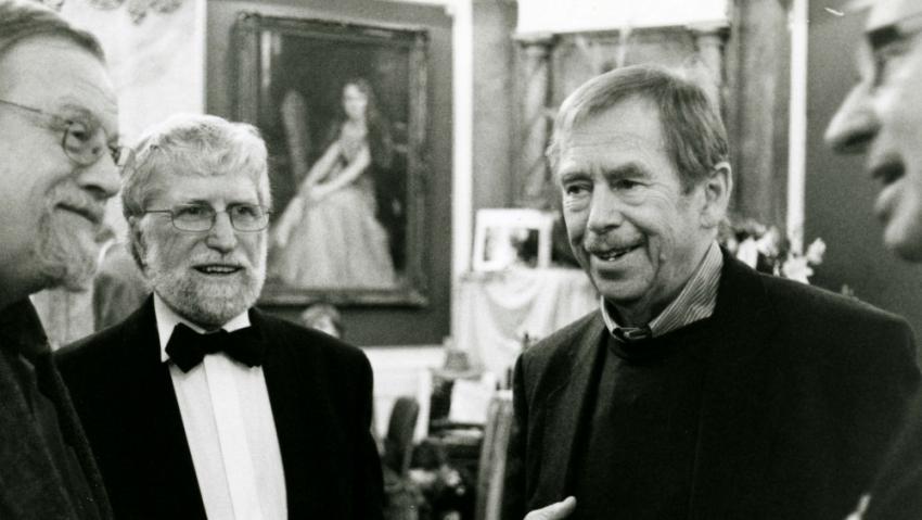 Bratři Havlovi v Lucerně v roce 2008 v rozhovoru s Danielem Kroupou (vlevo). Foto: Emil Vejvoda,archiv Ivana M. Havla
