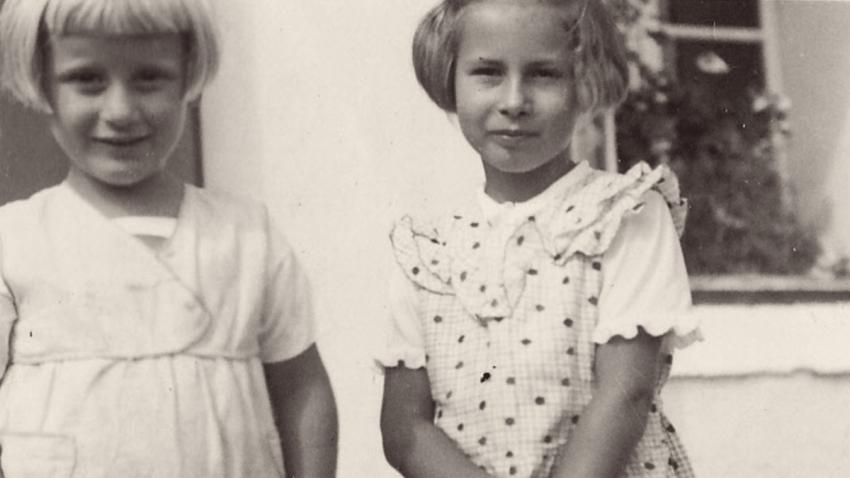 Eva a Hana Hejlovy, jejichž rodiče byli významnými pomocníky paraskupiny Anthropoid. Foto: Paměť národa