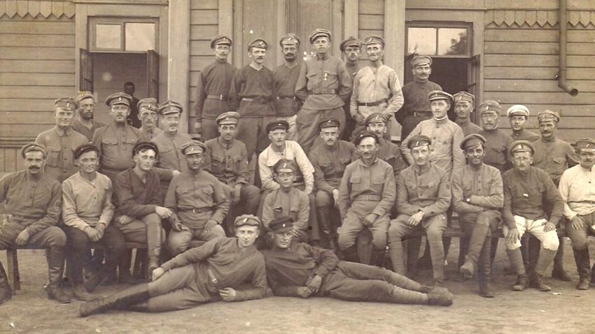 Českoslovenští legionáři na Sibiři, kde se jim podařilo dostat pod kontrolu celou transsibiřskou železnici a většinu velkých měst Sibiře. Zdroj: Paměť národa