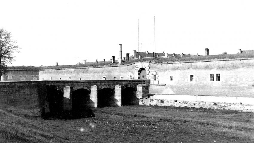 Hlavní vstup do Malé pevnosti po osvobození. Foto: Karel Šanda
