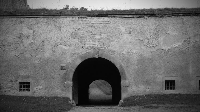 Brána do Malé pevnosti v Terezíně. Foto Wikimedia Commons