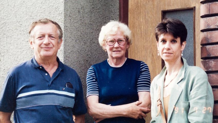 Setkání se svou snoubenkou Miluškou v roce 1991 - a se svou dcerou. Foto: Paměť národa