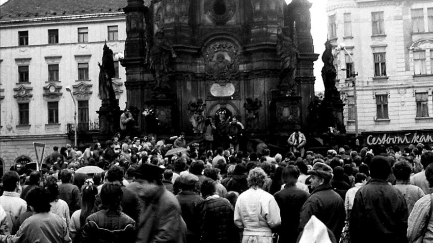 Nepovolená demonstrace v Olomouci za propuštění Augustina Navratila z psychiatrické léčebny. Foto: Paměť národa