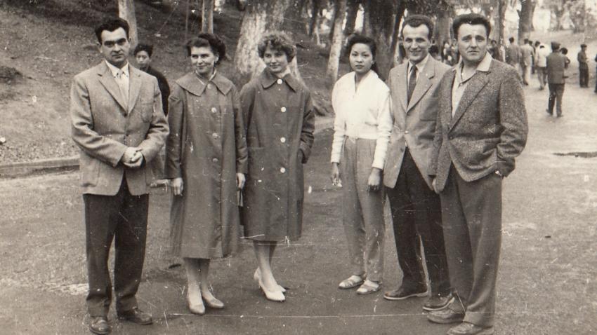 Ve Vietnamu na konci 60. let, Nhung s Vladimírem uprostřed. Foto: Paměť národa
