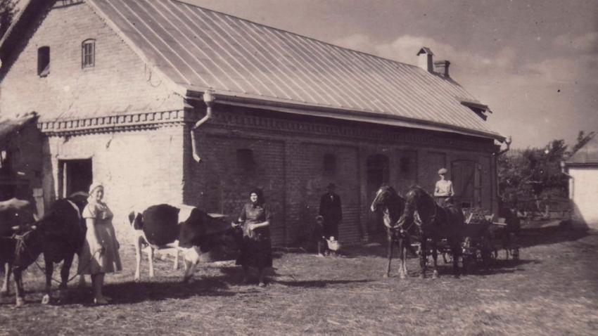 Novostavce na Volyni – statek rodiny Zahradníkovy. V Novostacích žilo před válkou 209 Čechů.