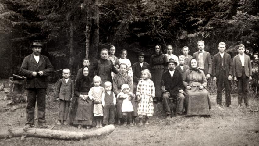 Obyvatelé Vařákových pasek v roce 1927.