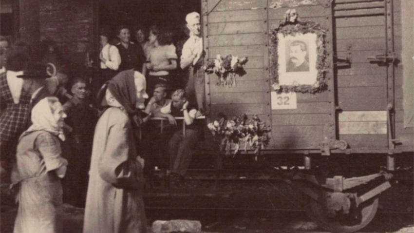 Odsun antifašistů z Oder 1946. Zdroj: Paměť národa