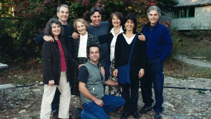 Olga se svými sedmi dětmi v Québecu v roce 2002.