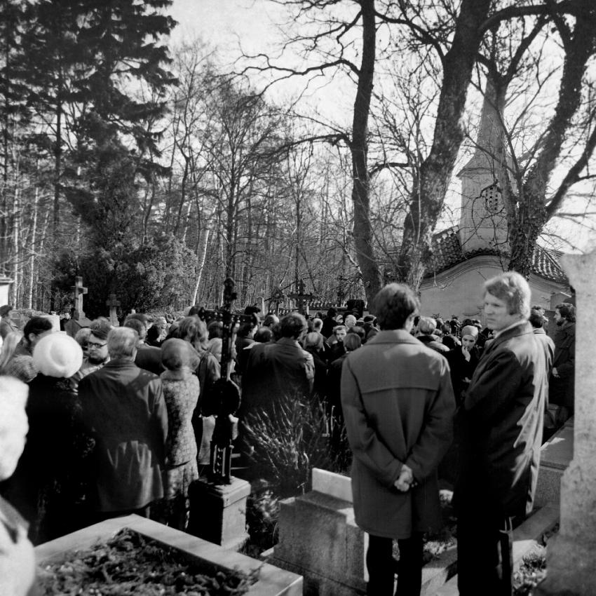 Pohřeb pod dohledem StB zachytil tehdy sedmnáctiletý Ondřej Němc