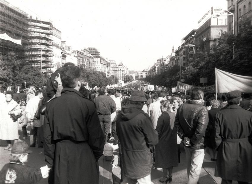 Shromáždění lidí během Palachova týdne na Václavském náměstí