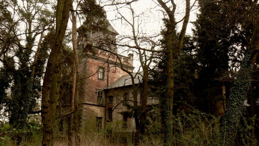 Budova Zámečku v Pardubicích, kde byla popravena většina obyvatel Ležáků.